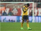Ám ảnh với bức hình Alexis Sanchez ngồi một góc, chán nản với Arsenal