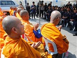 Chùm ảnh: 4.000 cảnh sát truy bắt sư trụ trì 72 tuổi vì tội rửa tiền