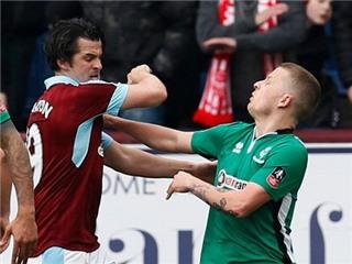 'Siêu quậy' Barton đứng trước nguy cơ treo giò dài hạn vì ăn vạ thô thiển