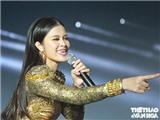 Đông Nhi hát dưới 'mưa' khiến 8.000 khán giả cực phấn khích