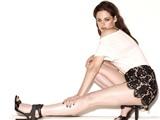 Phim 18+ không cắt 'Trợ lý thời trang': Kristen Stewart khỏa thân
