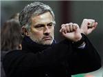 Nhìn từ vụ bê bối của Long An: Cái còng tay của Mourinho và công lí trong bóng đá