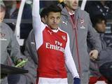 Fan Arsenal nổi giận vì Wenger đưa Sanchez vào sân đá với đội nghiệp dư