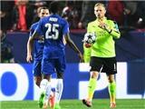 Sevilla 'sốc' vì Kasper Schmeichel bắt quá đỉnh