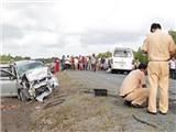 Hai ô tô 7 chỗ đâm trực diện, 12 người thương vong