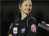 CHÙM ẢNH: Nữ trợ lý trọng tài xinh đẹp trong trận Chelsea – Swansea