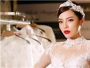 Đột nhập hậu trường ngắm Kỳ Duyên diện váy cưới xuyên thấu với 200 viên kim cương